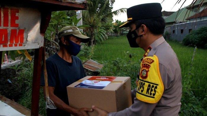 Polres Badung Bagikan 400 Paket Sembako ke Masyarakat Terdampak Covid-19