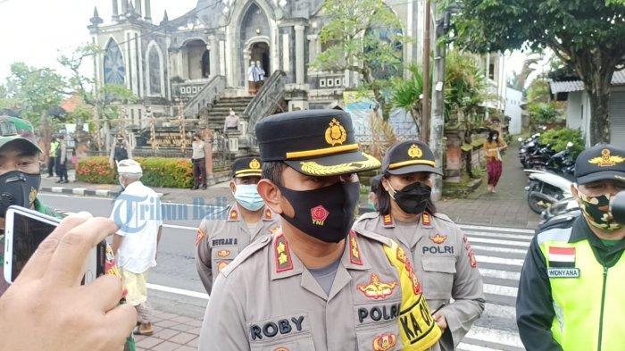 Kapolres Badung Turun Langsung Cek Pengamanan di Sejumlah Gereja Saat Ibadah Jumat Agung