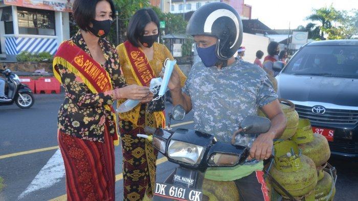 Peringati Hari Kartini, Srikandi Polres Karangasem Gunakan Kebaya Nusantara dan Bagi-bagi Masker