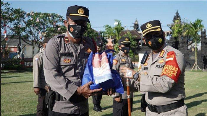 Kapolresta Denpasar Serahkan Bantuan Paket Sembako untuk Warga, Kombes Jansen: Harus Tepat Sasaran