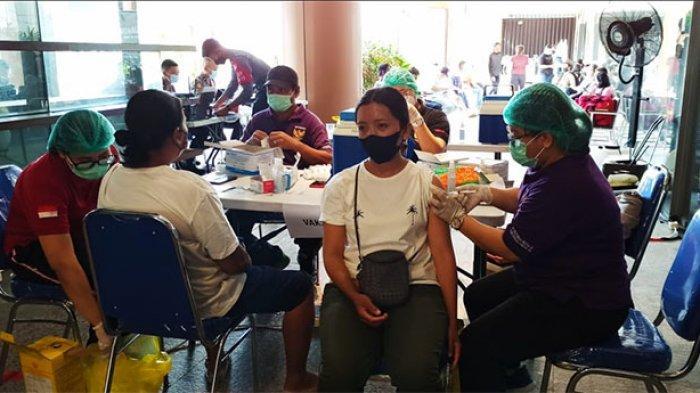 Gelar Vaksinasi Massal di Lippo Mal Bali,Kapolsek Kuta Ajak Warga Ikut Vaksin Tekan Penyebaran Covid