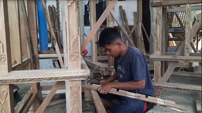 Imbas Pandemi Covid-19, Permintaan Seni Ukir Kayu di Desa Jehem Bangli Turun Hingga 60 Persen