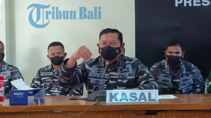 Kasal Laksamana TNI Yudo Margono saat menyampaikan temuan serpihan dari KRI Nanggala-402.