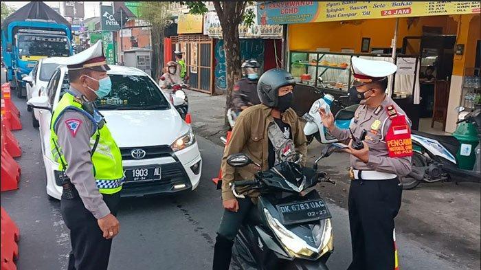 Pimpin Penyekatan PPKM Darurat, Kasat Lantas Polres Badung:Ini Upaya Mengurangi Mobilitas Masyarakat