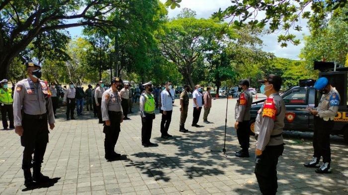 Kasat Samapta Polresta Denpasar Kompol I Gusti Putu Sudara, SH saat memimpin apel pengamanan aksi damai di parkir timur, Lapangan Renon, Denpasar Timur, Kota Denpasar, Bali. Foto: Polresta Denpasar.