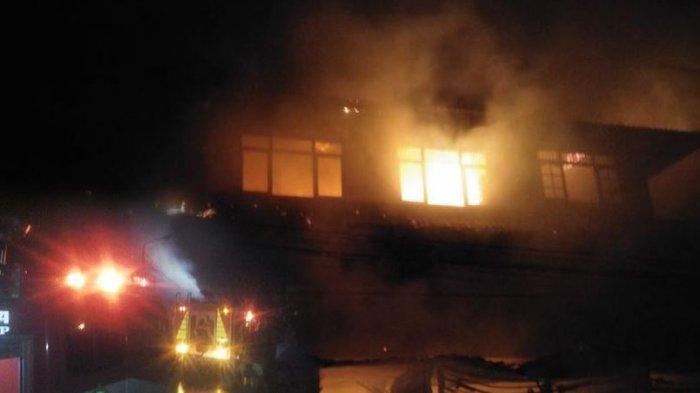BREAKING NEWS! Kebakaran Hebat Objek Wisata Cekingan, Belasan Kios dan Rumah Makan Hangus