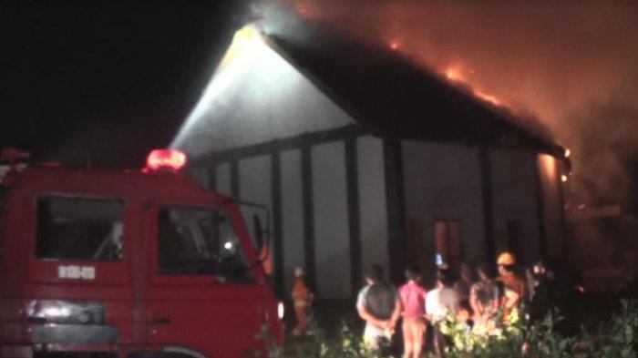Posisinya Nyempil, Vila Mewah di Pancardawa Jembrana Diamuk Api