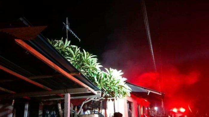 Langit Memerah Saat Api Menghanguskan Rumah dan 4 Kios di Desa Akah Klungkung