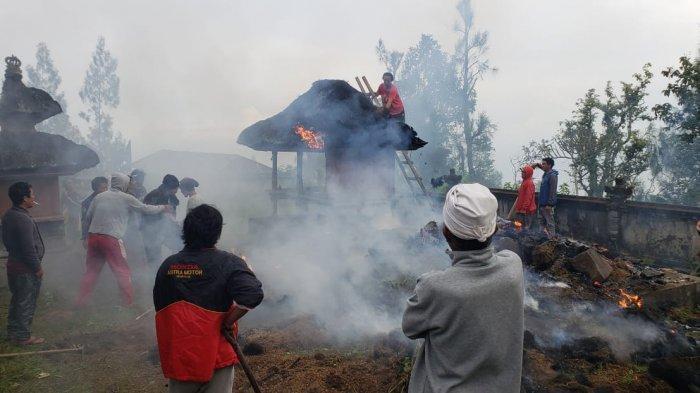 Api Hanguskan Tempat Penyimpanan Arca, Dua Bangunan Pura Puseh Desa Bantang Bangli Terbakar