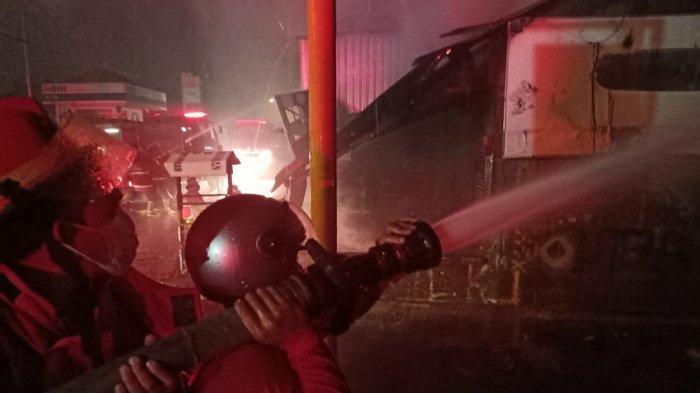 Sempat Terdengar Suara Ledakkan 2 Kali, Bengkel Sepeda Motor di Denpasar Hangus Terbakar