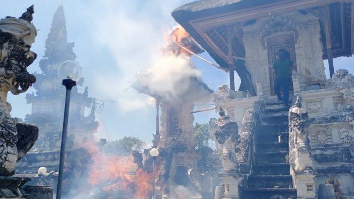 BREAKING NEWS: Kebakaran Hebat di Pura Dalem Setra Nusa Penida, Kerugian Mencapai Rp 2 miliar