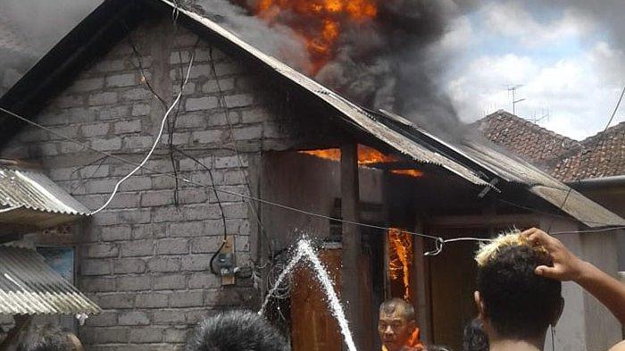BREAKING NEWS! Rumah Jro Mangku Narma Terbakar, Diduga Api Berasal dari Dupa di Plangkiran