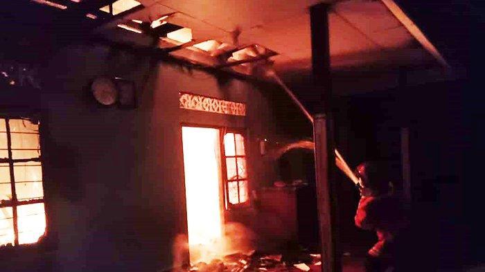 BREAKING NEWS: Kerugian Capai Rp100 Juta, Kebakaran Hanguskan Kios dan Kamar Tidur di Klungkung