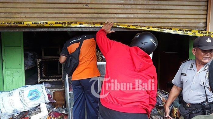 Jalan Gajah Mada Macet Akibat Kebakaran Toko di Pasar Kumbasari