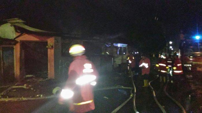 Api Hanguskan Seisi Warung Makan di Jalan Belimbing Denpasar
