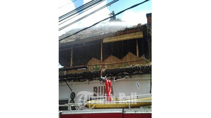 Api Melahap Atap Cafe Jungle Juice Legian Kuta