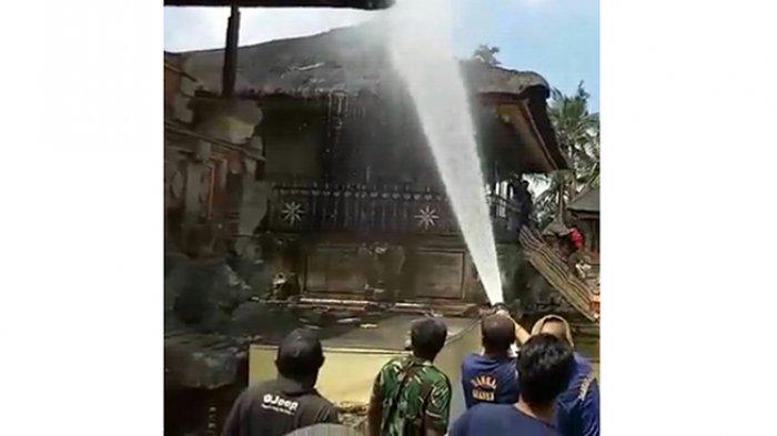 BREAKING NEWS: Pura Penataran Sasih di Pejeng Kebakaran