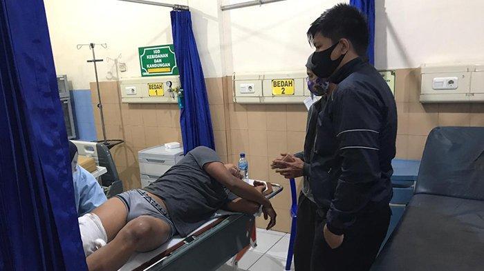 Jalan Berkabut, Dua Pengendara Motor Ditabrak Truk Pengangkut Pasir di Bangli Bali
