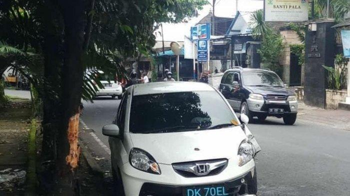 Dua Mobil Tabrak Pohon Perindang di Denpasar dan Dekat Bandara I Gusti Ngurah Rai