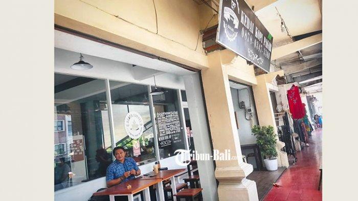 Unik Coffee Shop di Tengah Pasar Tradisional Sanglah, Pengunjung Datang dari Berbagai Kalangan