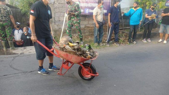 Hari Lingkungan Sedunia, TNI di Bali Ajak Masyarakat Bersih-Bersih Lingkungan Desa