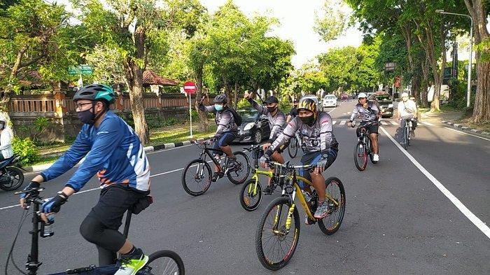Jaga Imun Tetap Baik di Tengah Pandemi Covid-19, Perwira TNIdi Bali Gelar Olahraga Sepeda Santai