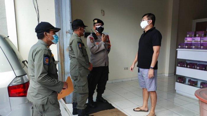 Terkait PPKM Darurat, Petugas Himbau Sektor Non Esensial di Jalan Nangka Utara dan Jalan Antasura