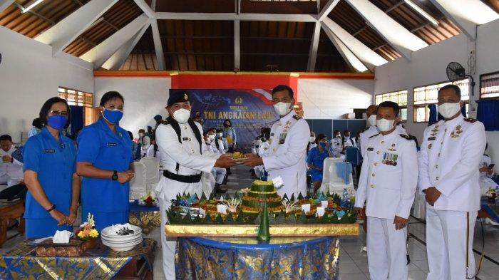 HUT ke-76 TNI AL Dilaksanakan Secara Sederhana, Serahkan Penghargaan Bagi Prajurit Berprestasi