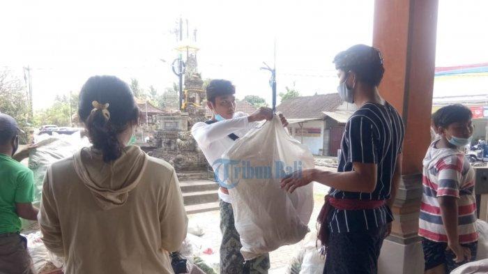 Kegiatan Tukar Sampah Plastik dengan Beras di Gianyar Masih Tetap Bertahan di Tengah Krisis Ekonomi