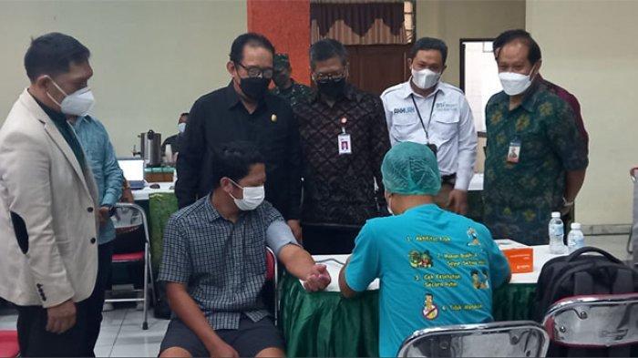 Korem 163/Wira Satya Gelar Vaksinasi Bali Sehat, Dua Hari Ditargetkan 2.000 Orang Tanpa Batasan KTP