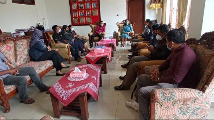 Keluarga Korban Persetubuhan Mesadu ke DPRD Buleleng,Tak Terima Atas Tuntutan Jaksa pada Pelaku