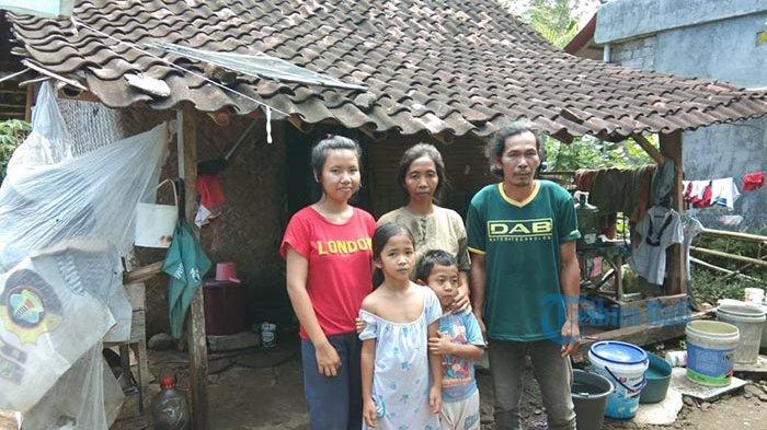 Kisah Nyoman Kariada Tidur di Lantai Beralas Spanduk,Sekeluarga Hidup Miskin & Berpindah