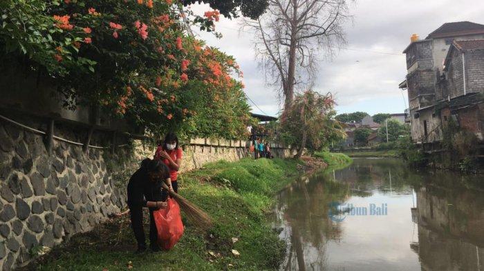 Kelurahan Pemecutan Kerja Bakti di Sekitar Tukad Badung, Upawana: Bantaran Sungai Sudah Terkikis