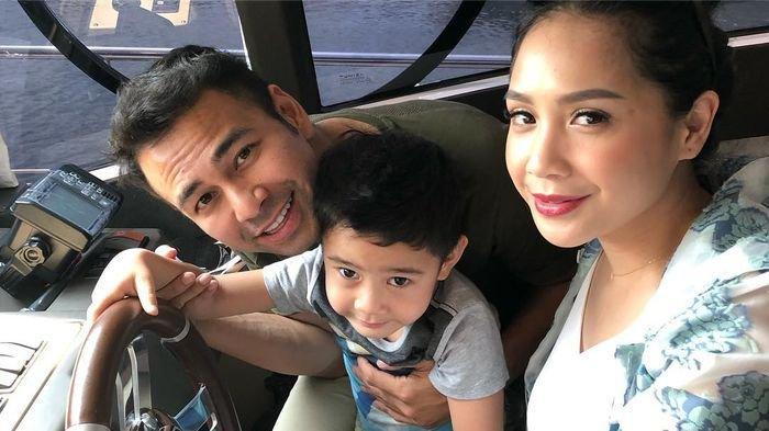 Raffi Ahmad dan Nagita Slavina Sewa Kapal Pinisi Mewah Saat Liburan ke Labuan Bajo NTT