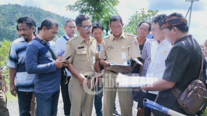 Jalan Rusak Ini Bisa Ganggu Ekonomi Warga, Ini yang Dilakukan Ketua DPRD Karangasem