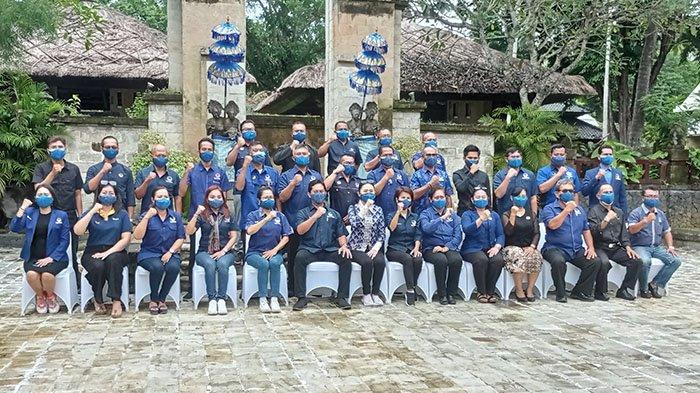 Ketua DPW NasDem Bali, Julie Sutrisno Laiskodat bersama jajaran NasDem se-Bali di di Intercontinental Bali Resort, Uluwatu, Badung, Kamis 18 Februari 2021.