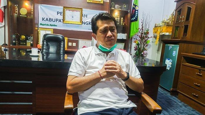Bupati Klungkung, I Nyoman Suwirta.