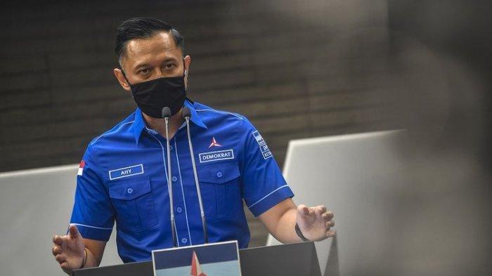 Ketua Umum DPP Partai Demokrat Agus Harimurti memberikan keterangan pers di kantor DPP Partai Demokrat , Jakarta, Senin, 1 Februari 2021.