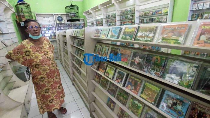 Pedagang CD Dan Kaset Pita di Kota Denpasar Tetap Eksis Di tengah Pandemi Covid-19