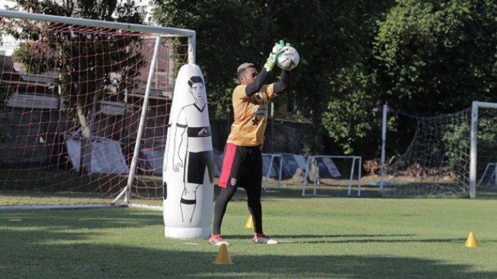 Siap Redam Comvalius Dkk, Kiper Bali United Samuel Reimas Bertekad Clean Sheet di Malang