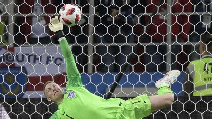 Kiper Inggris Jordan Pickford menggagalkan tendangan pemain Kolombia Carlos Bacca dalam adu penalti pada laga 16 besar Piala Dunia 2018 di Otkrytiye Arena, Selasa, 3 Juli 2018 atau Rabu dini hari WIB. Inggris menang 4-3 dalam drama adu penalti dan memastikan tiket ke perempat final.