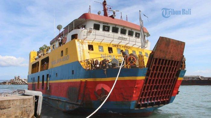 Penumpang Sepi, Belasan Kapal di Pelabuhan Padang Bai Karangasem Bali Pindah Lintasan