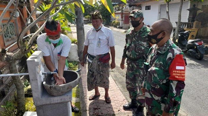 Setelah di Desa Takmung, Kodim 1610/Klungkung Pasang Wastafel di Desa Tegak