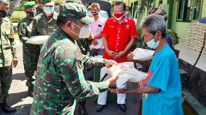 Kodim 1610/Klungkung Salurkan 5 Ton Beras Kepada Komunitas Warga di Klungkung