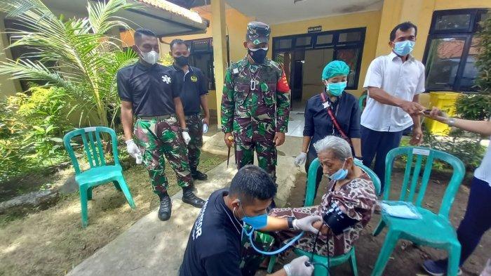 Kodim 1611/Badung Gelar Vaksinasi Secara Door to Door Bagi Lansia di Panti Tresna Werda Wana Seraya