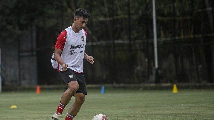 PROFIL Komang Tri Arta, Bek Muda Bali United, Dipanggil Timnas Indonesia dan Cetak Gol Sesi Game