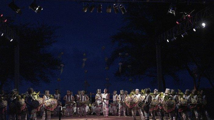 Komunitas Bali Wariga Tampilkan Okokan Nangluk Merana di DTW Tanah Lot Tabanan