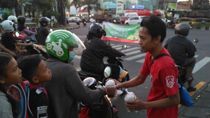 Berbagi Berkah, 10 Komunitas Honda Sebar Takjil Gratis di 20 Lokasi  di Bali