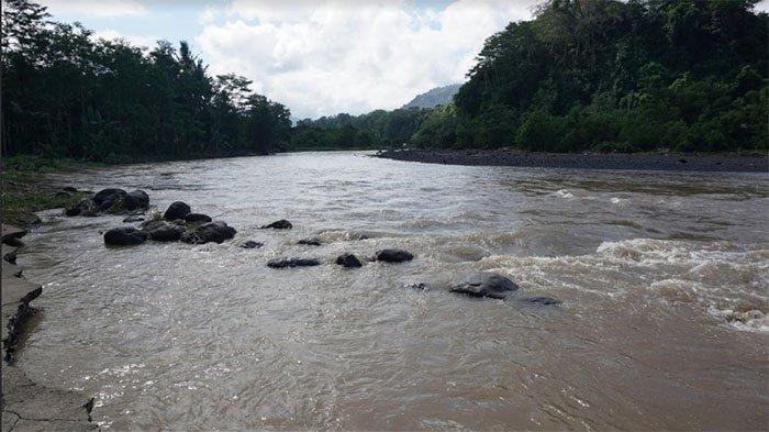 Air Sungai Unda Meluap Saat Diguyur Hujan Lebat, Jalan Menuju Pura Beji Pasekan Klungkung Terputus