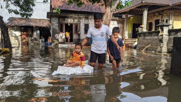Desa Kusamba Klungkung Diguyur Hujan Deras hingga Banjir Tengah Malam, Mangku Sirna:Suasana Mencekam